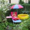 Kyra auf Liegestuhl im Garten